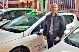 El secretario general del PP de Inca se manifiesta ante la sede de Génova con los taxistas