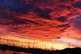 El atardecer de la llegada de los pajes (Puerto de Alcúdia, Mallorca)