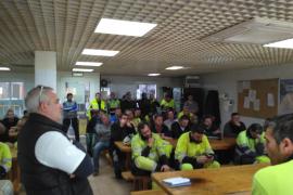 Los trabajadores de Cemex en Lloseta deciden bloquear los accesos a la fábrica