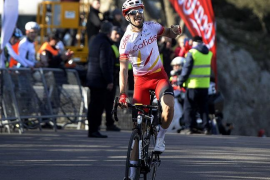 Gana Herrada, Valverde es cuarto y Landa cae y se daña un hombro
