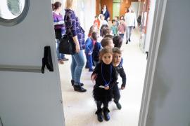 La visita de los alumnos del colegio Can Misses al taller sobre el embarazo, en imágenes (Fotos: Marcelo Sastre).