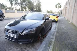 Pinchan las ruedas de más de veinte coches en Illetes
