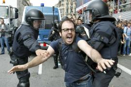 Imputan a los responsables del desalojo de los 'indignados' de la plaza Catalunya