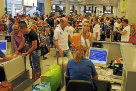 La estacionalidad impide que Son Sant Joan superara en 2011 los 23 millones de pasajeros