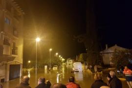Un metro de agua en El Trapiche (Málaga) por una rotura de tubería