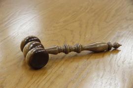 Absuelta la médico condenada por la muerte de una niña con una palomita