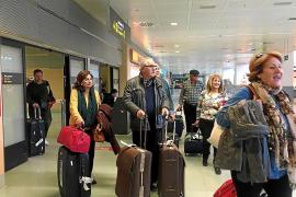 El Imserso llena el primer vuelo nacional entre el nuevo aeropuerto de Murcia e Ibiza