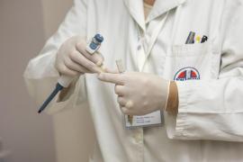 Detienen a un médico por presuntos abusos a una paciente en la consulta