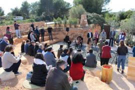 Homenaje a presos del franquismo obligados a construir carreteras