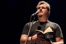 Ben Clark da una segunda vida a sus primeros poemas