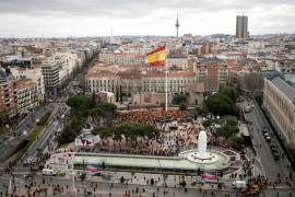 El 'Viva España' de Manolo Escobar para calentar el ambiente de la concentración
