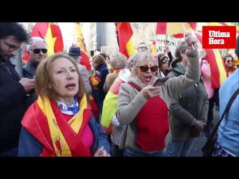 Cientos de personas se concentran en Palma contra Sánchez y a favor de la unidad de España