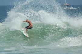 La estrella del surf Chris Brown murió al despeñarse estando drogado