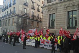 Todos los trabajadores de Cemex de Lloseta van a la huelga