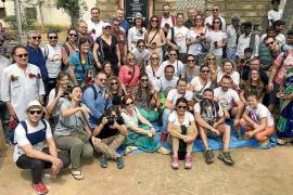 La CAEB visita las casas que financia en la India