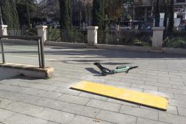La Policía de Palma retira de la vía pública los patinetes de alquiler que molestan