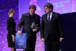 Los galardonados en Berlín por 'Dos Cataluñas' devuelven el premio al sentirse manipulados por Puigdemont