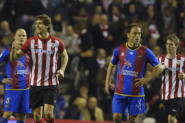 Los 'fernandos', Amorebieta y Llorente, meten al Athletic en zona europea