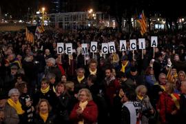 Miles de personas se concentran en Barcelona en contra del juicio del 'procés'