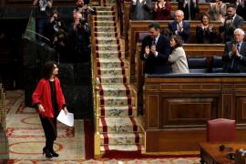 Montero asume la caída de las cuentas en un tenso debate con aire electoral