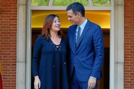 Pedro Sánchez con la presidenta de Baleares