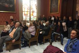 Interinos del Consell de Mallorca protestan ante el temor de perder su trabajo