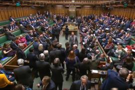 El Parlamento británico rechaza una moción para respaldar el plan del Brexit de May