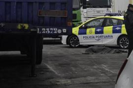 Un niño migrante muere aplastado por un camión en los muelles del Puerto de Ceuta