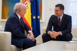 """Sánchez pide al director de la RAE que continúe con su """"labor unificadora y mantenga su autoridad lingüística"""""""