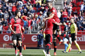 El Real Mallorca da otro paso al frente en Son Moix (3-0)