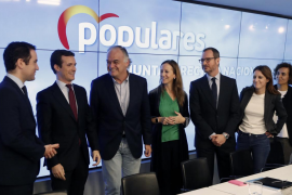 Casado critica que Sánchez adelante elecciones para limitar daños electorales