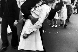 Fallece el marinero de la icónica imagen del beso en Times Square