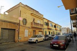 Vecinos de la calle Savina denuncian a un prostíbulo por altercados con los clientes