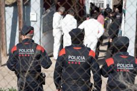 Policía y voluntarios buscan a una niña desaparecida en El Vendrell