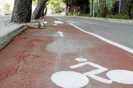 El nuevo carril bici de la bahía de Alcúdia es una carrera de obstáculos