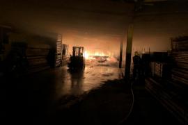 Detenidos dos pirómanos por el incendio del almacén de Montuïri