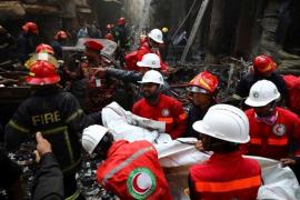 Asciende a 70 la cifra de muertos en un incendio en Bangladesh