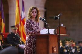 La delegada del Gobierno explica las medidas de fomento del catalán en la Administración