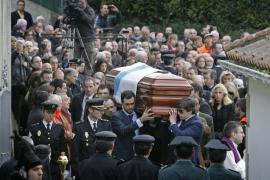 Autoridades y numerosos vecinos despiden a Manuel Fraga, que ya descansa en Perbes