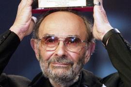 Muere Stanley Donen, director de 'Cantando bajo la lluvia'