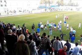 Ultras del Xerez saltan al campo para agredir a jugadores del Écija