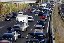 Un accidente entre tres camiones y dos turismos 'atasca' la Vía de Cintura