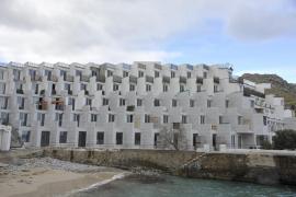 El GOB alerta de que las obras del Hotel Don Pedro, en Cala Sant Vicenç, no se han paralizado