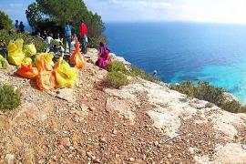 Un grupo de voluntarios recoge más de media tonelada de residuos en Formentera