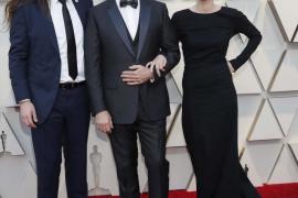 Así desfiló Cortana con Ariadna Gil en la alfombra roja de los Oscar