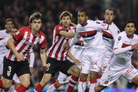 El Athletic no hace concesiones al regreso de Caparrós y cobra ventaja (2-0)