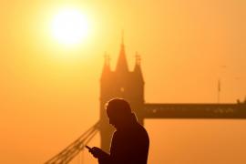 Las temperaturas veraniegas en Inglaterra avivan un «apocalíptico» incendio