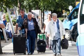El retraso en el concurso de los viajes del Imserso podría afectar a un millón de pensionistas