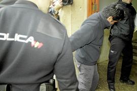 La policía detiene a un hombre en Palma por apuñalar a una mujer en Perú