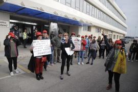 Protesta de los trabajadores de limpieza en el aeropuerto de Palma
